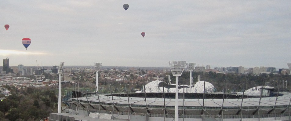 © Hot air balloons over Melbourne Cricket Ground, Australia. Photo: Beverly Goldsmith